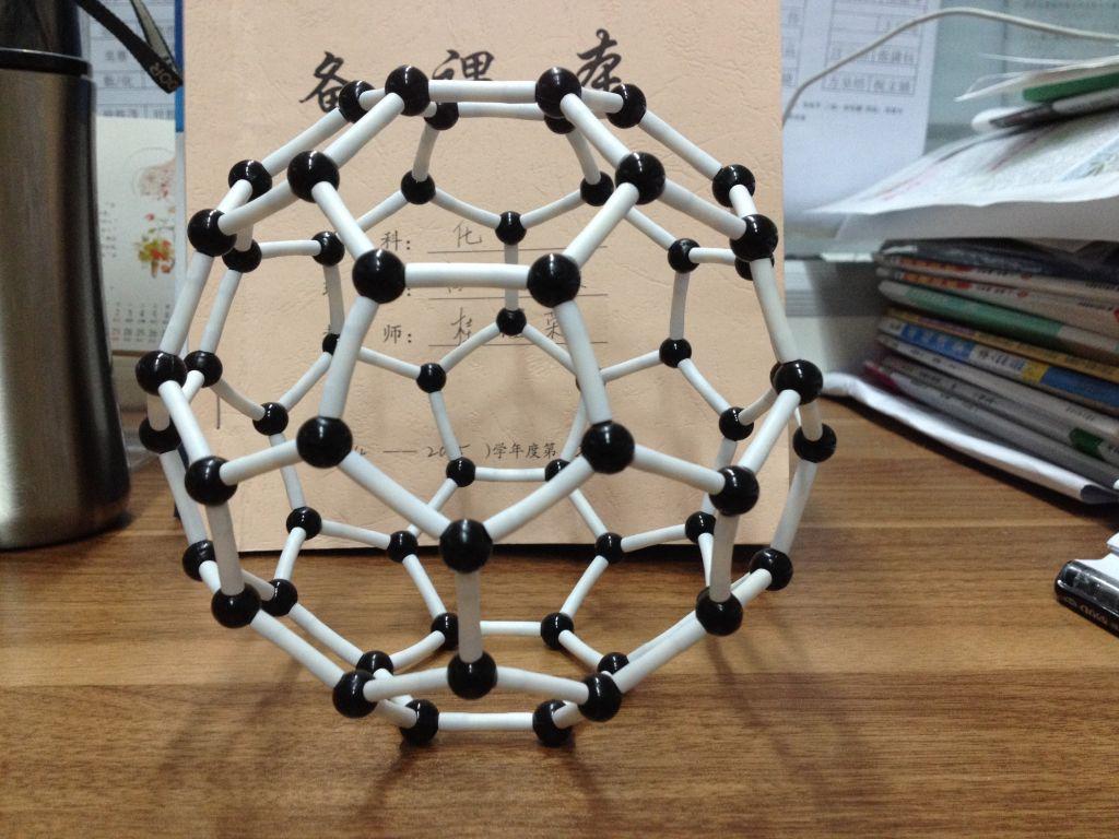 碳的三种同素异形体结构模型:金刚石